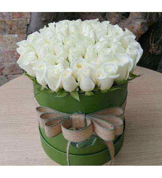 Silindir Kutuda Beyaz Güller