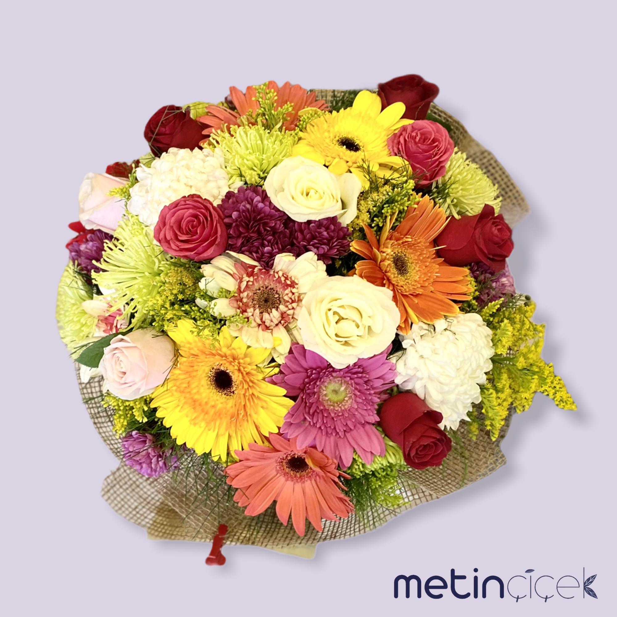 Mevsim Çiçekleri ve 10 Adet Gül